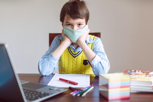 Pupil in despair because schools are still closed due to Coronavirus