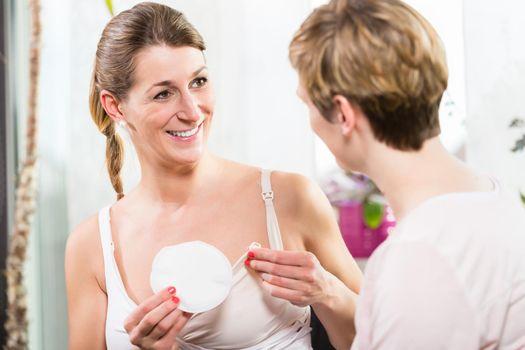 Breastfeeding mother keeps nursing pad