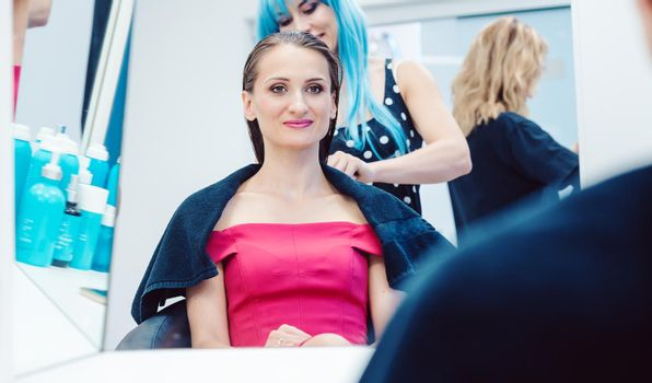 Customer getting a hairdo competently carried out by stylist
