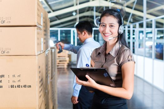 Customer Service in Asian export warehouse