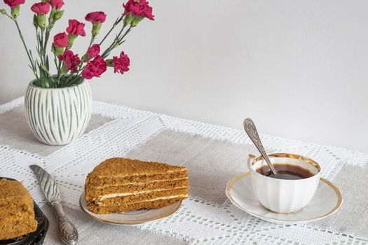 A decaf hot chicory drink and a cake.