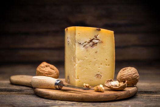 Aging artisan cheese