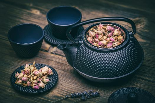 Teapot with clay bowls