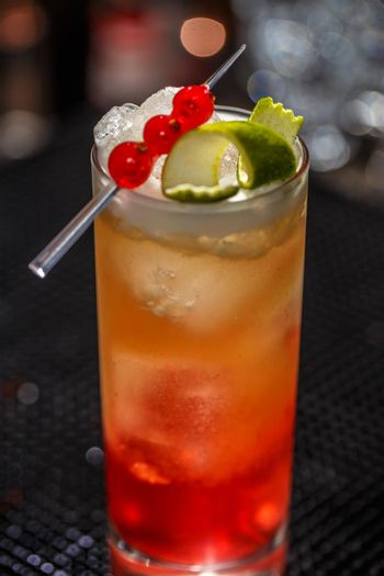 Alcoholic or non-alcoholic cocktail