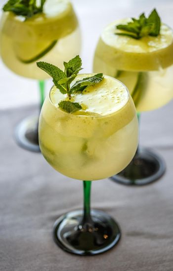 Cocktails with lime, elderflower syrup and ice