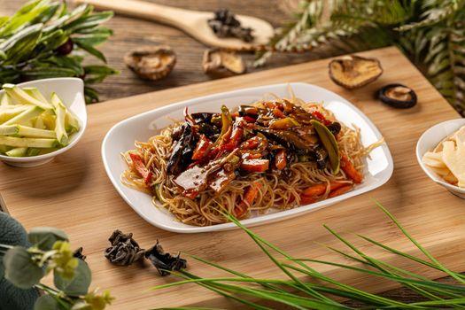 Stir fry noodles with vegetables