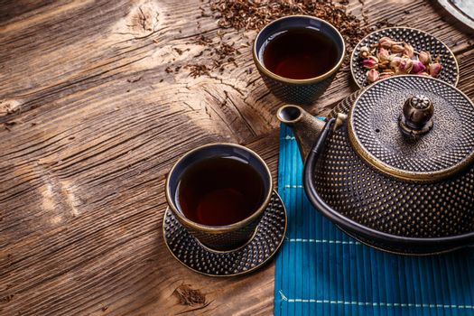 Cast iron tea pot and cups.