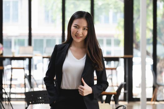 A successful organization as a manager is represented by a happy entrepreneur or businesswoman.