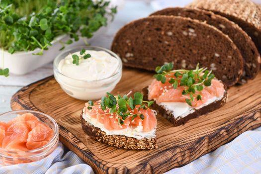 Microgreen salmon sandwich